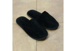 Veluuritohveli musta suljettu jalkaterä